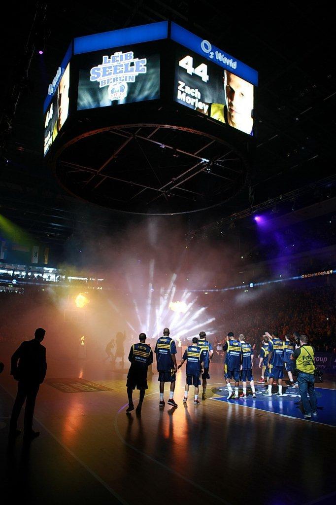 Alba berlin le mans sarthe baskets mercedes benz arena for Mercedes benz arena