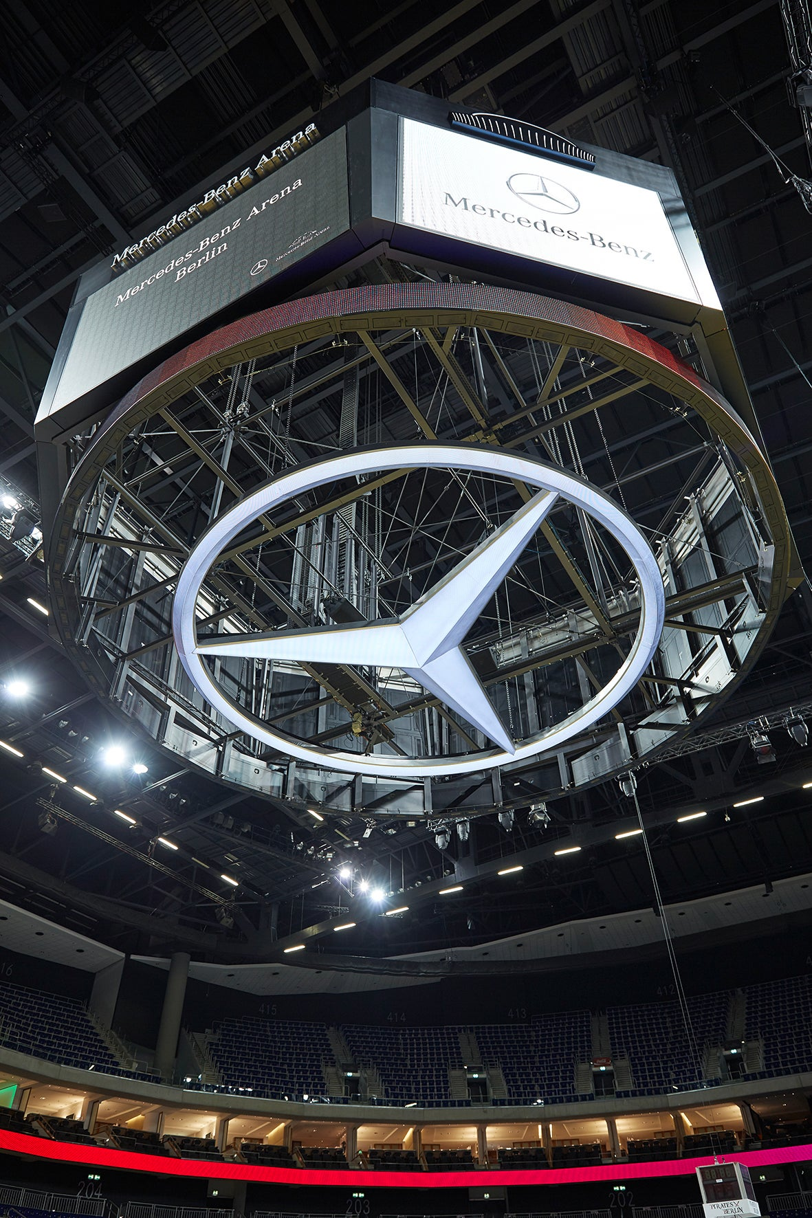 Innenansichten mercedes benz arena berlin for Mercedes benz stadium calendar
